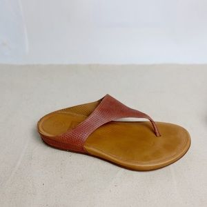 FITFLOP Banda Thong Sandal in Perforated Leather